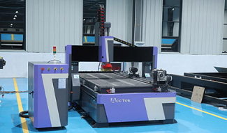 What are the programming methods and characteristics of the engraving machine?