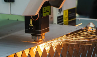 What are the core components of a fiber laser cutting machine