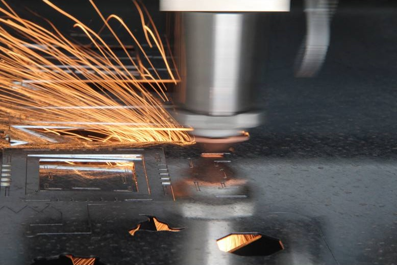 Application of laser cutting machine and soot treatment in cutting